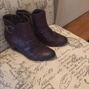 Shoes - Earth brand plum ankle boots